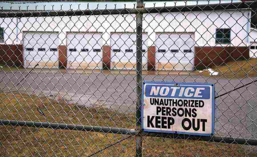 Sdm0617-f4-outdoor-perimeterwarehouse_fence_keep_out_sign_1407_hi